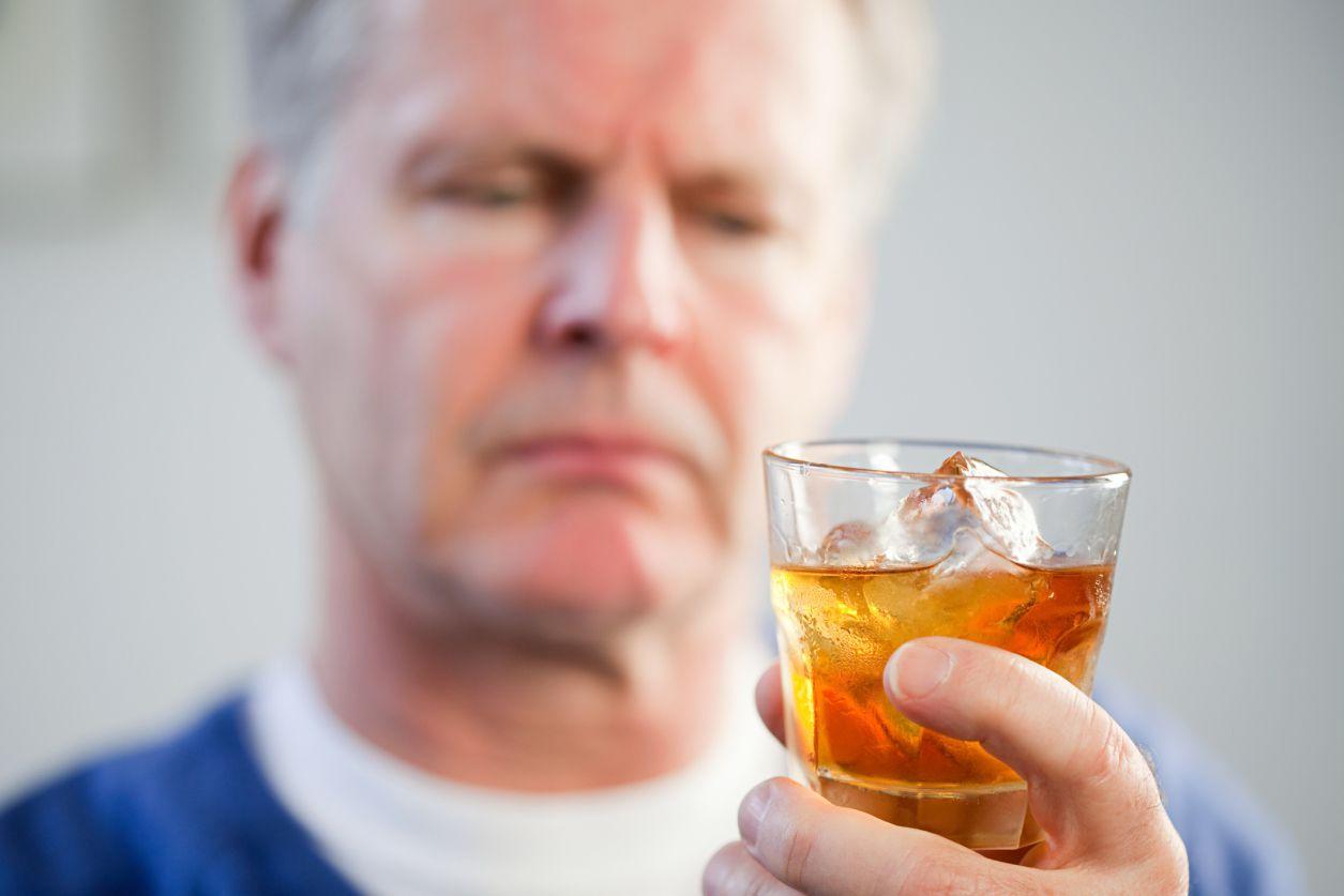 Алкоголики могут предотвратить тягу и избежать рецидива