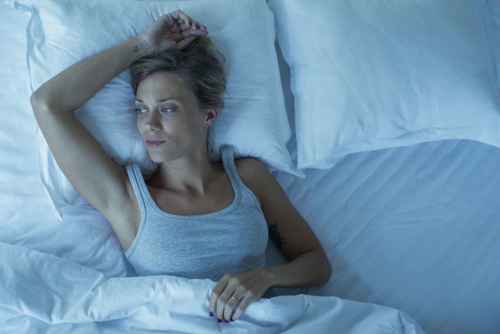 Вот почему вам трудно спать, когда вы чувствуете себя подавленным