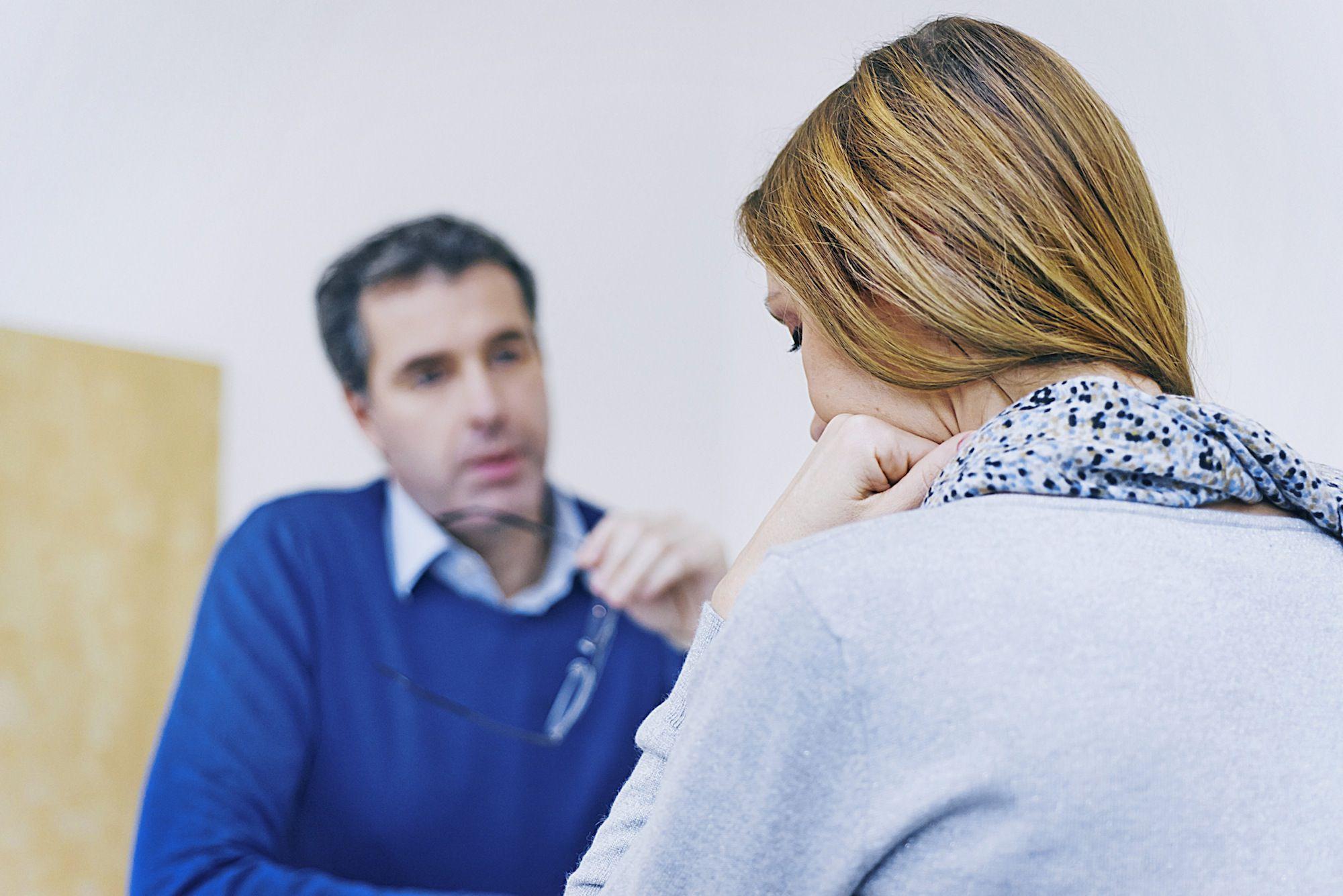 В чем разница между консультантом и психотерапевтом?