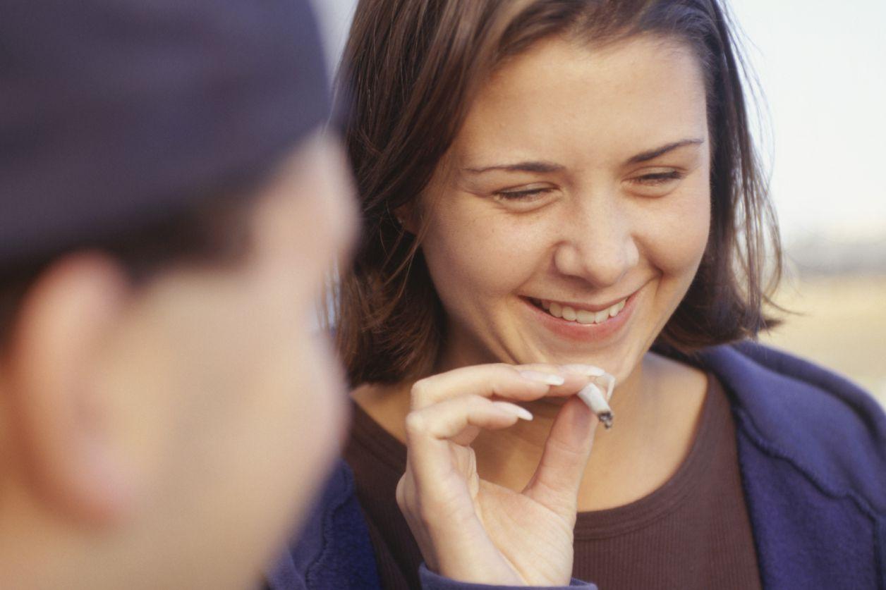 Дети могут начать курить травку раньше, чем вы думаете