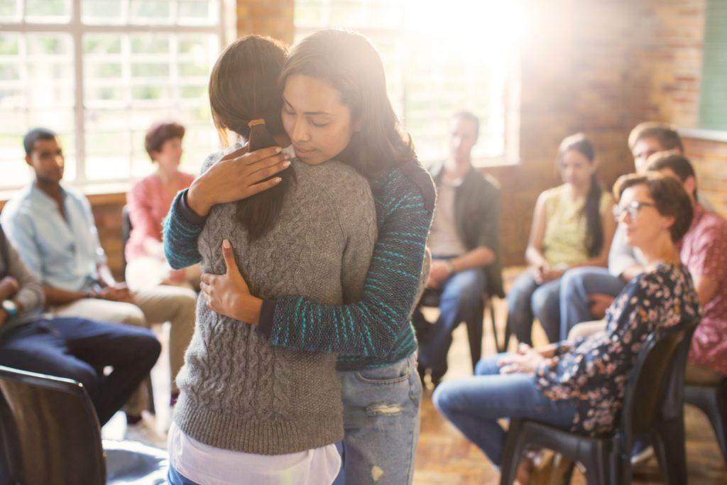 Значение молитвы безмятежности в группах поддержки восстановления
