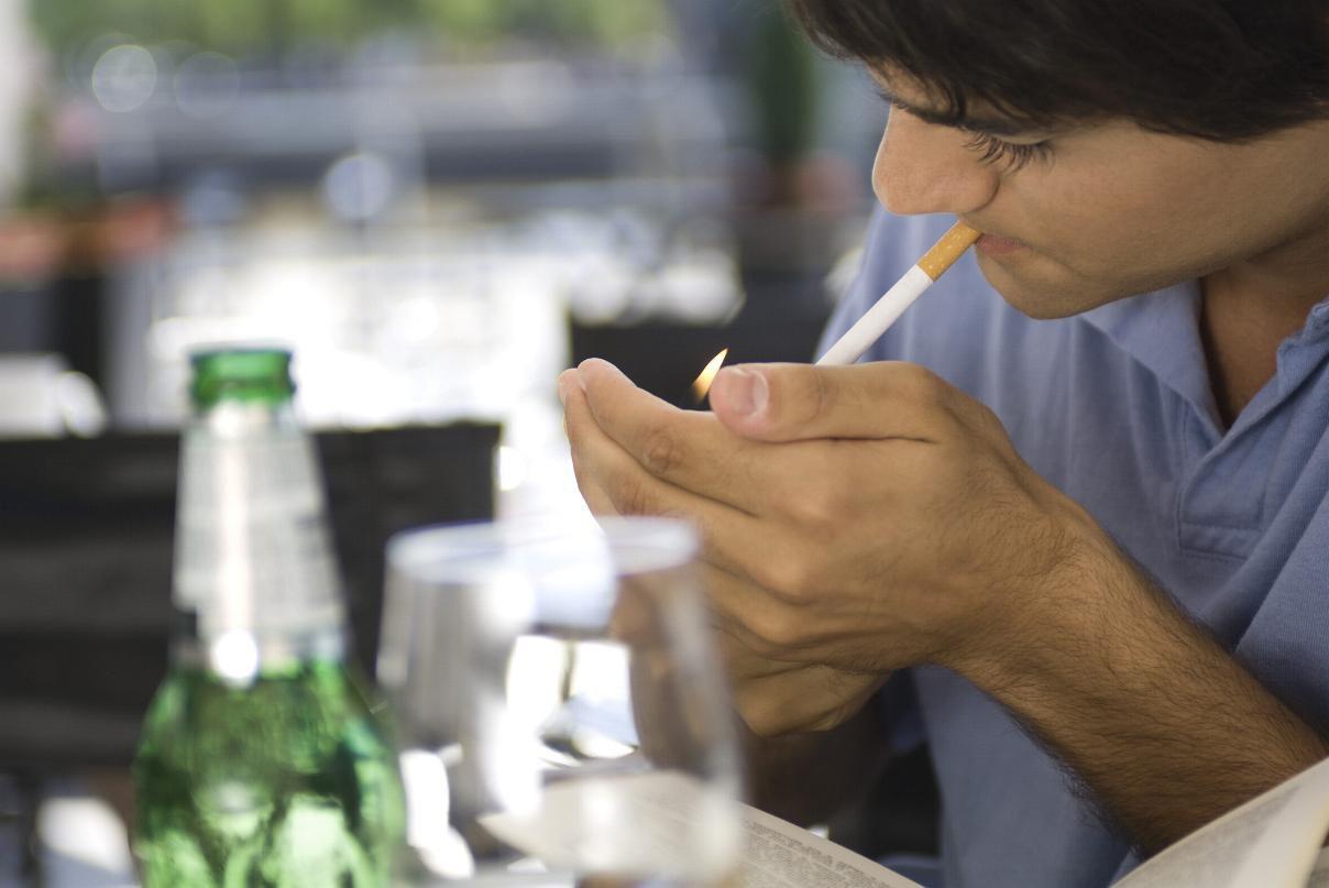 Исследователи связывают алкоголь-никотиновое взаимодействие