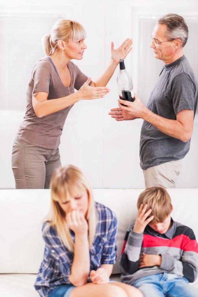 Какие ресурсы доступны для семей и друзей алкоголиков?