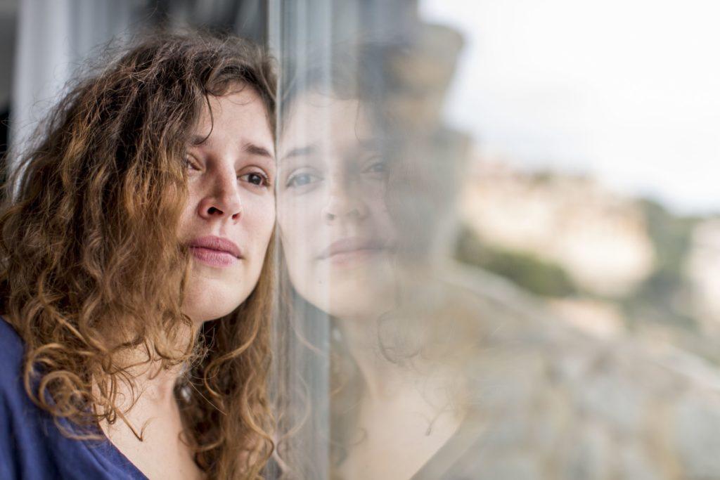 Как злоупотребление психоактивными веществами может привести к расстройствам настроения