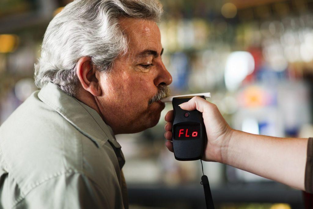 Как концентрация алкоголя в крови влияет на ваш мозг и ваше поведение