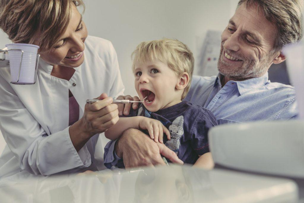 Как подготовить ребенка (и себя) к первому визиту к стоматологу  Рашми Амбевадикар, DDS