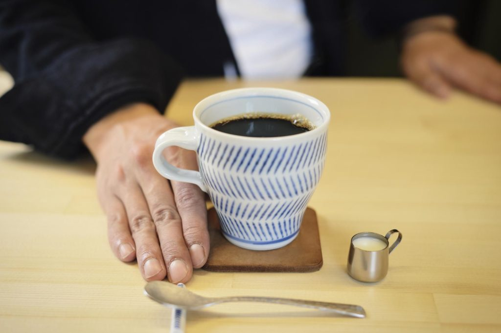 Как различные стимуляторы от кофеина до кокаина вызывают привыкание