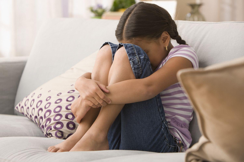 Как распознать интернализующие симптомы у детей с депрессией