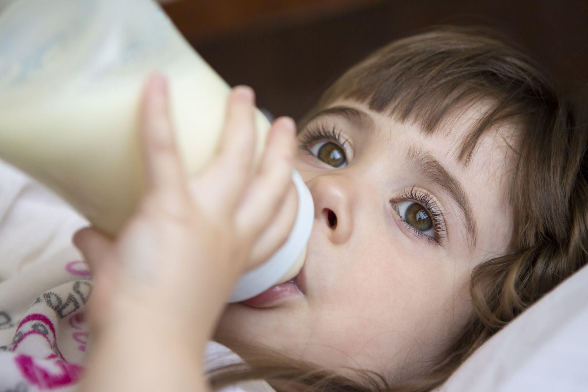 Как родители могут лечить симптомы газа у детей