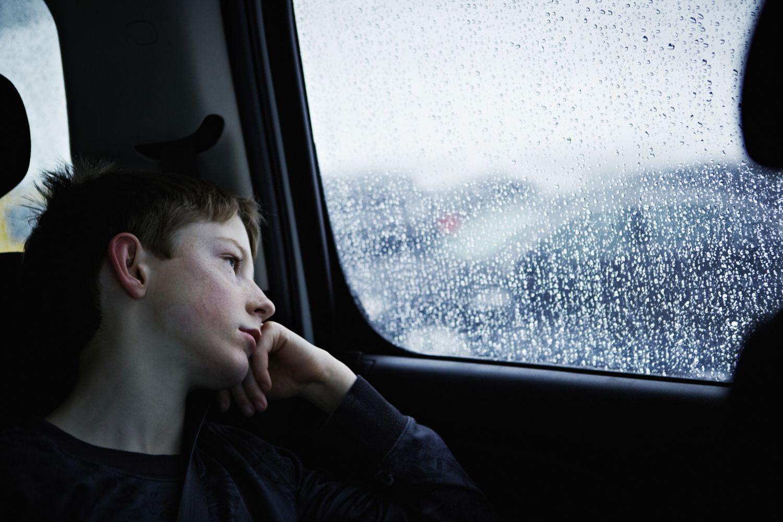 Как родители могут помочь предотвратить депрессию у детей после переезда?