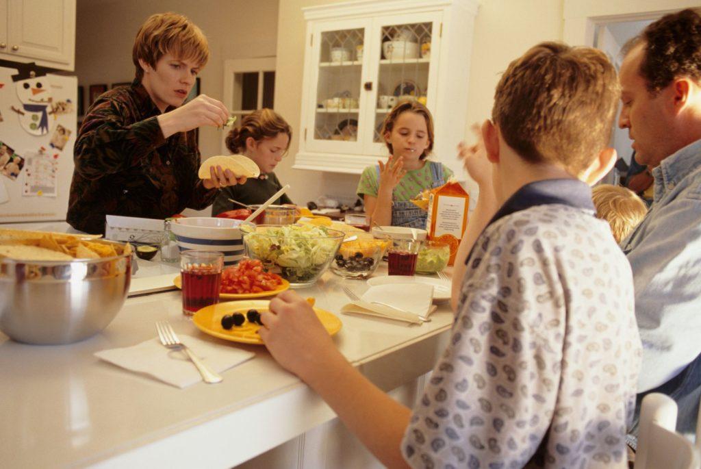 Как справиться с множеством разборчивых едоков в вашей семье