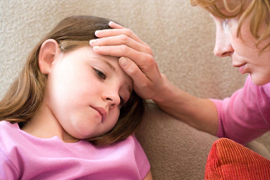 Как узнать, когда пора вызвать врача по поводу лихорадки вашего ребенка