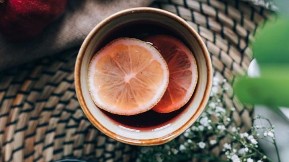 Может ли красный чай с малиной действительно поспособствовать труду – и безопасно ли это?