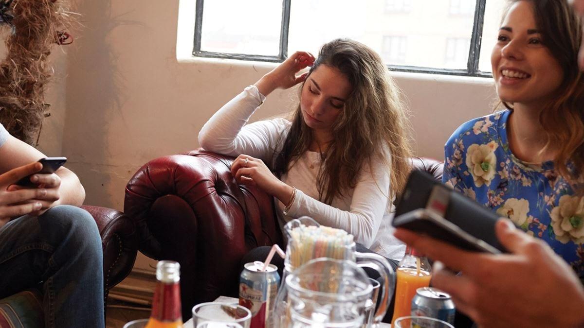 На что похоже развитие тревожности по поводу здоровья 22-летняя Хэтти делится своим опытом развития тревожности по поводу здоровья во время пандемии Covid-19.