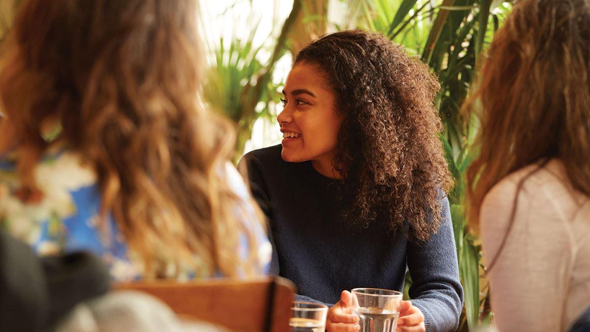 Опыт Кэти-Луиз в лечении психических расстройств Кэти-Луиза объясняет, как применение психотропных препаратов для лечения психоза, депрессии и тревоги помогло улучшить ее жизнь за последние шесть лет.