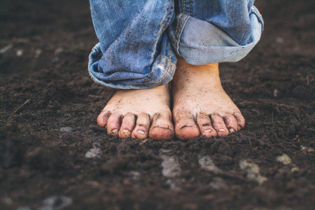 Плюсы и минусы, позволяющие детям ходить босиком