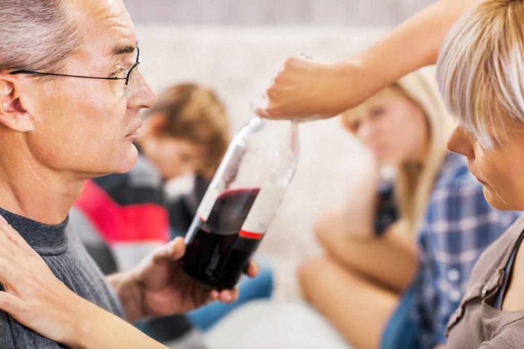 Почему алкоголизм называют семейной болезнью?