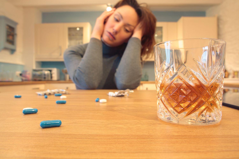 Почему биполярные лекарства и алкогольные взаимодействия могут угрожать жизни