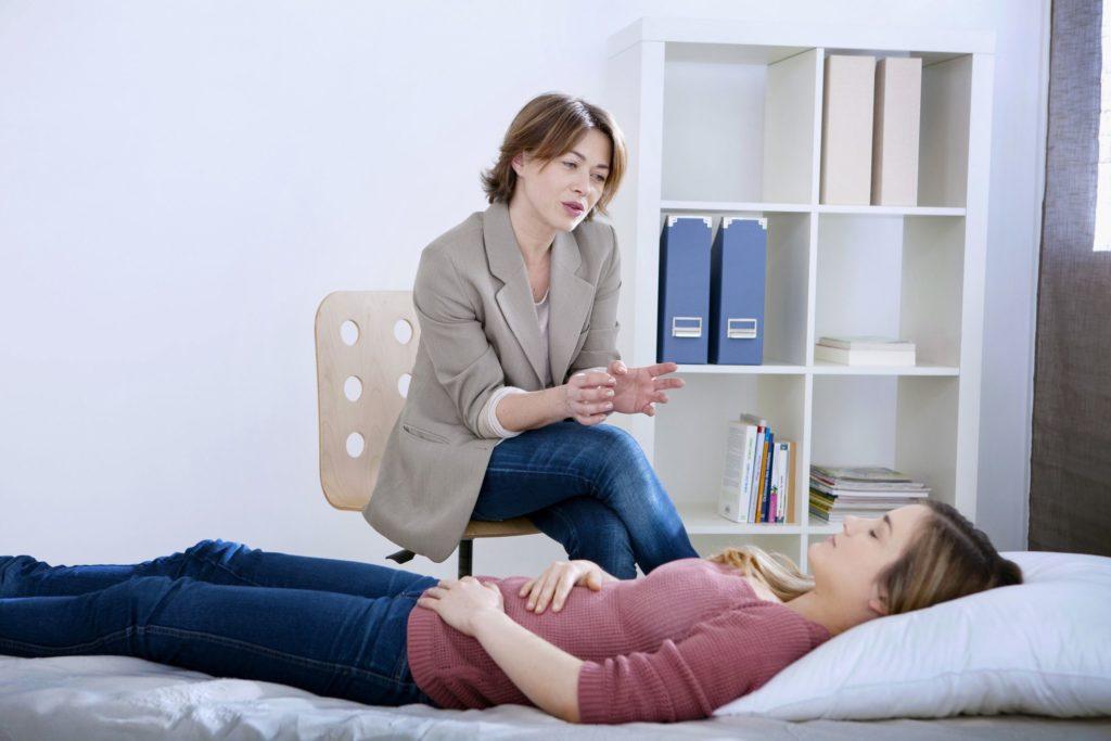 Почему гипнотерапия может сильно помочь людям с зависимостью
