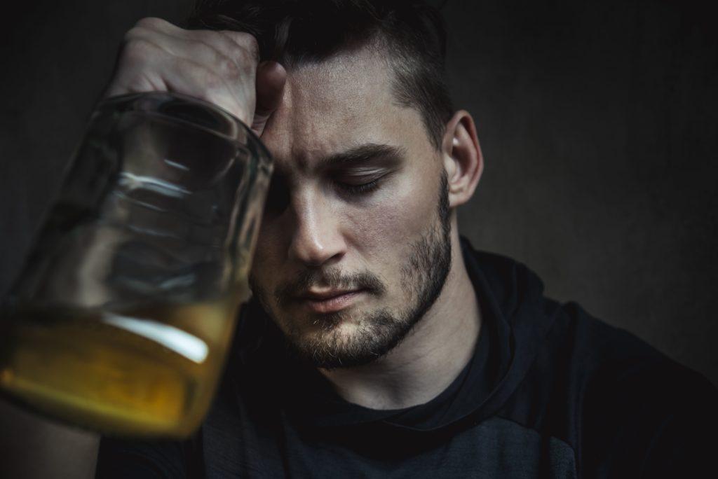 Признаки серьезных проблем с алкоголем и расстройства употребления алкоголя