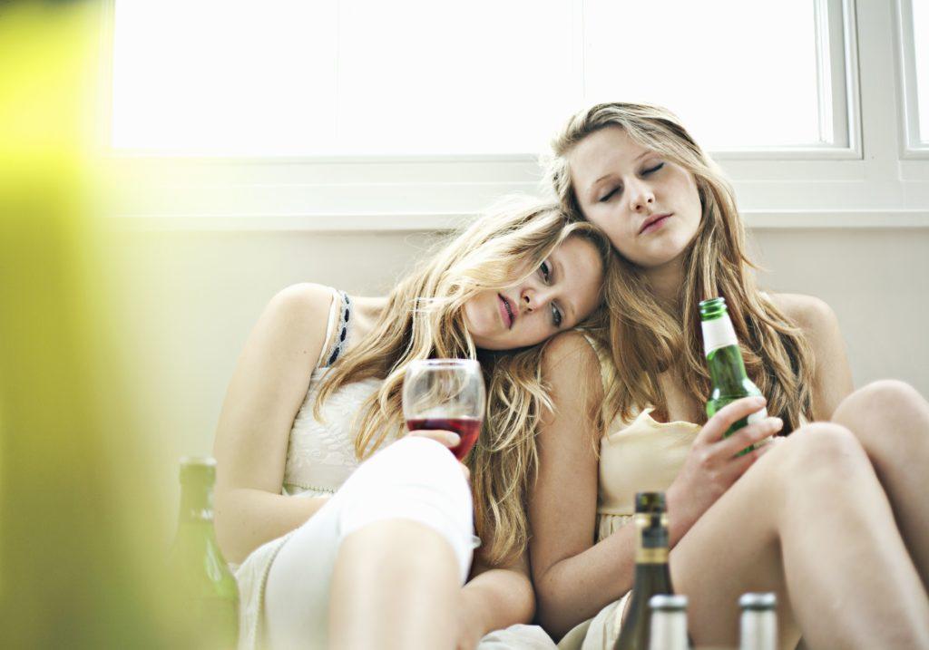 Раннее употребление алкоголя связано с последующими нарушениями употребления алкоголя