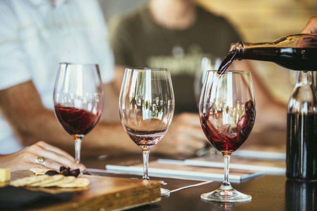 Сколько людей пьют алкоголь в Соединенных Штатах?