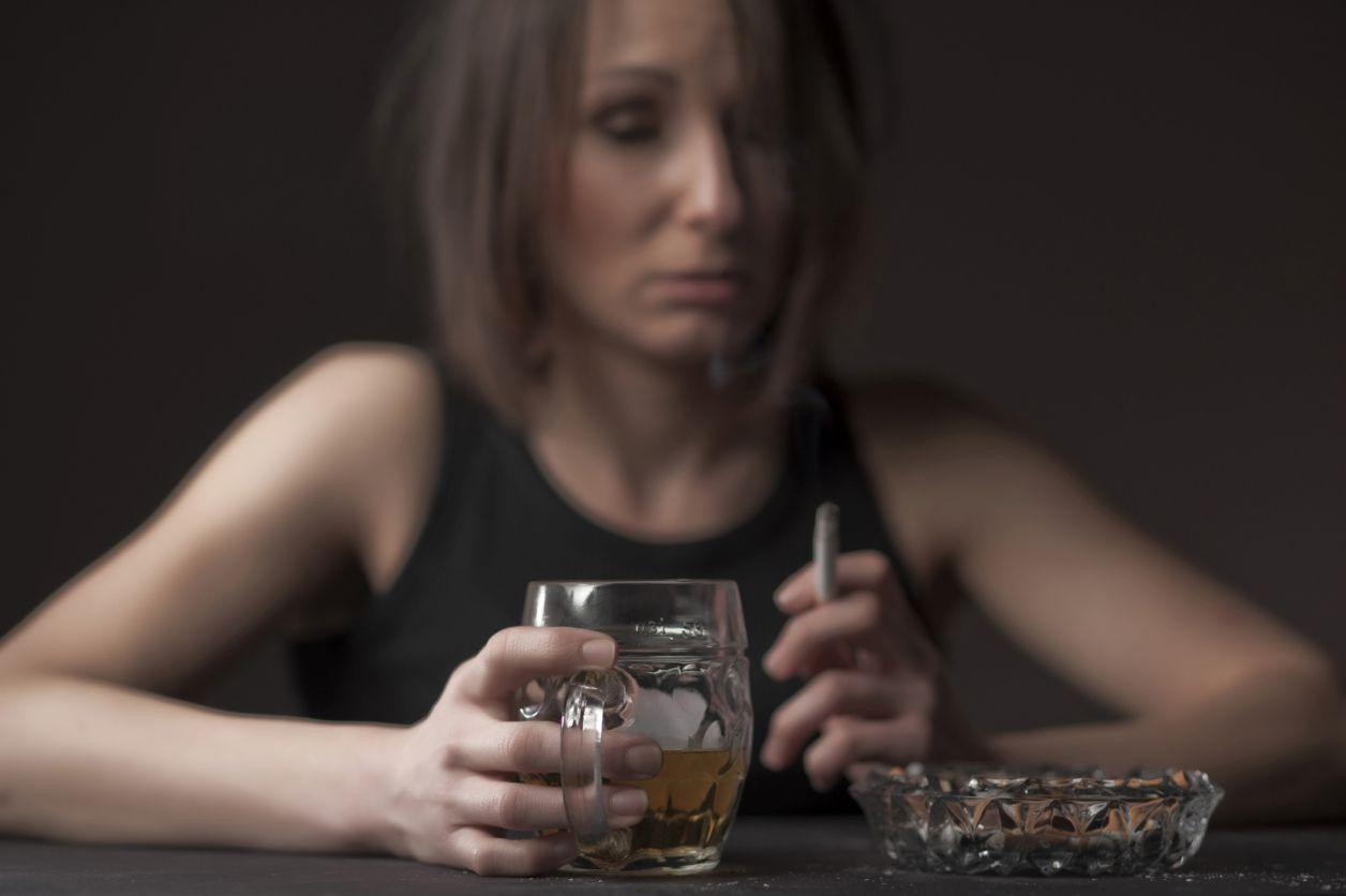 Сколько людей являются алкоголиками в Соединенных Штатах?
