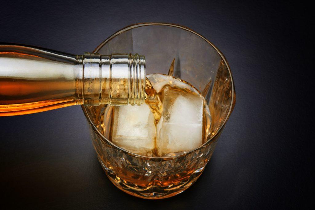 Что такое алкоголизм и как кто-то может получить помощь для наркомании?