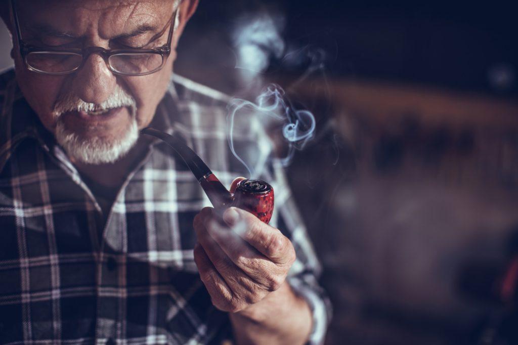 Является ли курение трубки здоровее сигарет?