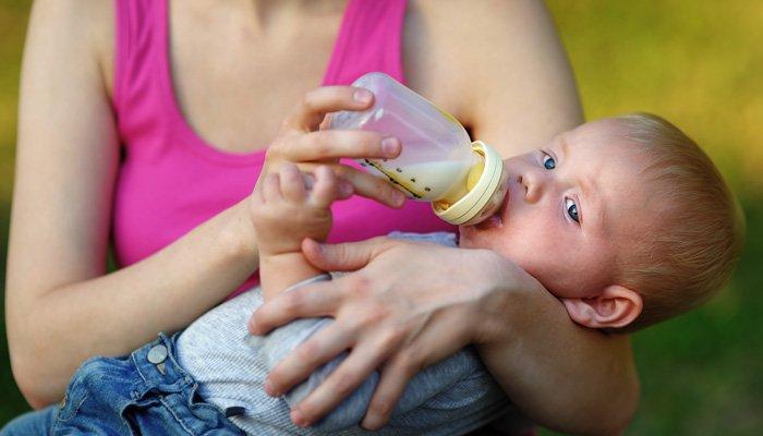 кормление из бутылочки