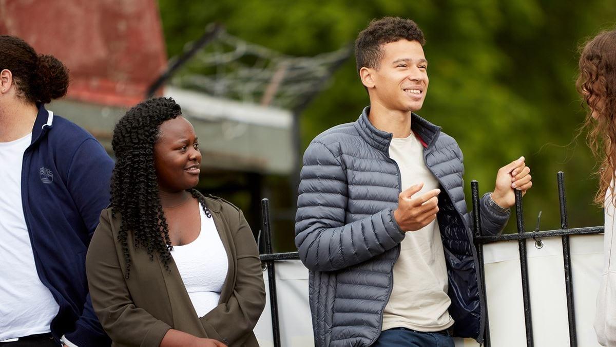 Black Lives Matter: поддержание сообщества Black. Заявление нашего генерального директора Эммы Томас о движении Black Lives Matter и о том, как мы стремимся поддерживать психическое здоровье цветных молодых людей в Великобритании, сейчас и в будущем.