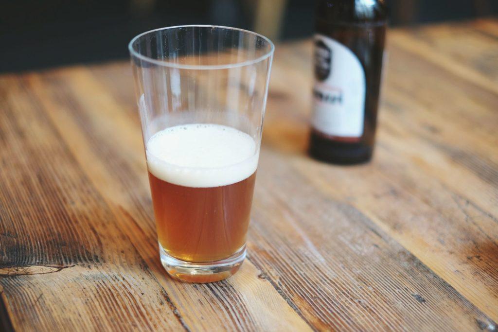 SCRAM голеностопный браслет измеряет потребление алкоголя